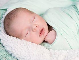 Naukowcy: spowijanie dziecka w pieluszki jest niebezpieczne
