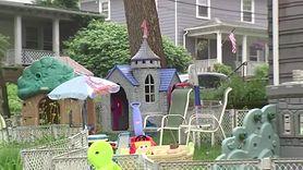 """Sąsiedzi kazali mu posprzątać zabawki synka. Bałagan """"razi ich w oczy"""""""