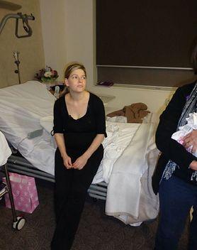 """""""Dajcie im odpocząć"""". Blogerka zaapelowała, by nie odwiedzać kobiet tuż po porodzie"""