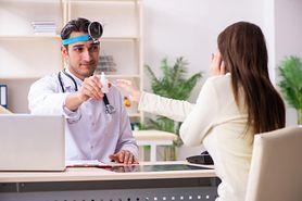 Krople do uszu - jak i kiedy warto je stosować?