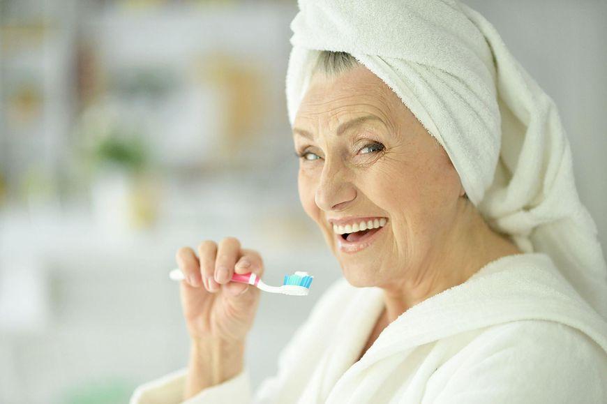 Regularne mycie języka chroni nas przed rozwojem drożdżycy