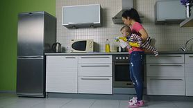 Domowy środek odświeżający. Sól i cytryna (WIDEO)