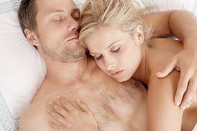 Spanie nago - komfort, regulacja hormonów, lepszy sen, lepszy kontakt z partnerem