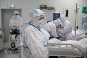 Koronawirus w Polsce. Młodzi leczą się na własną rękę. Prof. Filipiak: Czasami na ich uratowanie jest już za późno