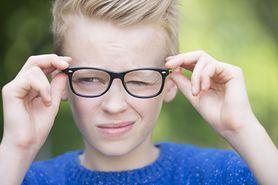 Ból głowy u nastolatków – z czym się wiąże?