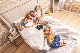Dziecko w małżeńskim łóżku. Asia zakradała się do sypialni rodziców przez całą podstawówkę