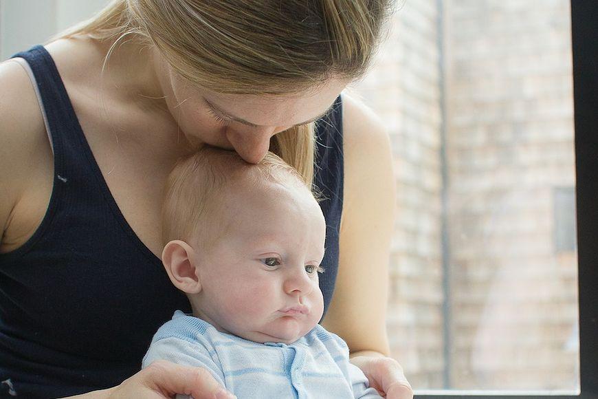 Emocje świeżo upieczonej mamy często bywają skrajne