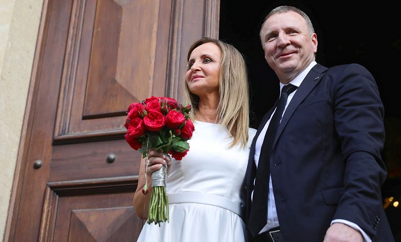 Ślub Jacka Kurskiego. Uwagę przyciąga suknia panny młodej i Jarosław Kaczyński