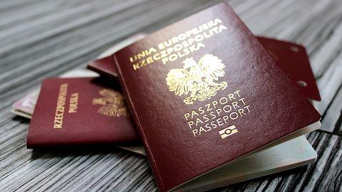 Skany paszportów ponad 3000 Polaków trafiły do sieci. Ucierpiały osoby starające się o wizę
