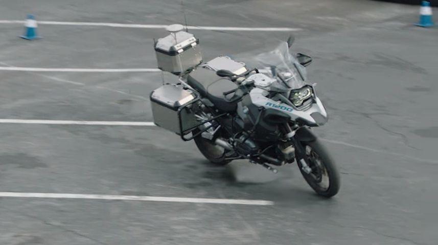 Wygląda dość niepokojąco... Czy autonomiczne motocykle mają przyszłość?