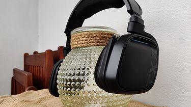 Gioteck TX70 - pełne sprzeczności, bezprzewodowe słuchawki dla graczy - Ładnie leżą na szkle ... tylko