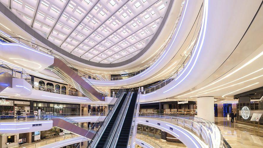 Zdjęcie wnętrza L+ Mall z portfolio projektantów Benoy