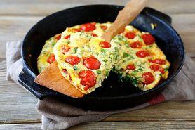 Pomysł na obiad - składniki, sałatka z jajkiem,  frittata z pomidorami,  szakszuka z rukolą