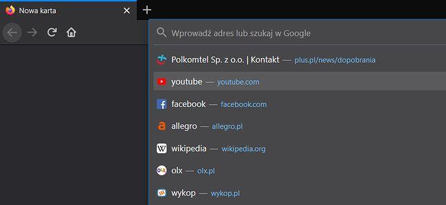 Pasek wyszukiwania w Firefoksie 75 sam wyświetla propozycje po kliknięciu na nim kursorem myszki.