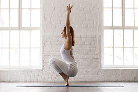 Bikram joga – zasady, cele, korzyści i przeciwwskazania