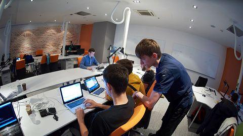 Programistów brakuje, ale wymagania pracodawców nie chcą spadać
