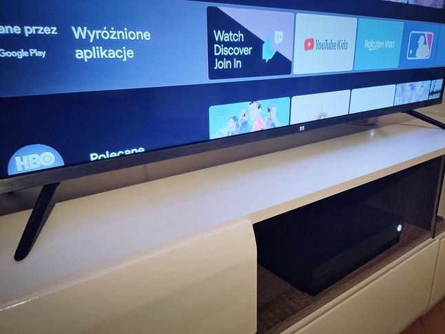 Xiaomi Mi TV 4S wygląda bardzo schludnie, szczególnie jak na swoją półkę cenową, fot. Jakub Krawczyński