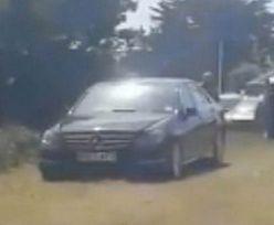 Właściciel mercedesa zaparkował auto na cudzym polu. Szybko tego pożałował