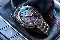 Test Casio Edifice EQB-1100: Klasyczny zegarek z dedykowaną aplikacją - Klasyczna budowa i ukryty moduł bluetooth