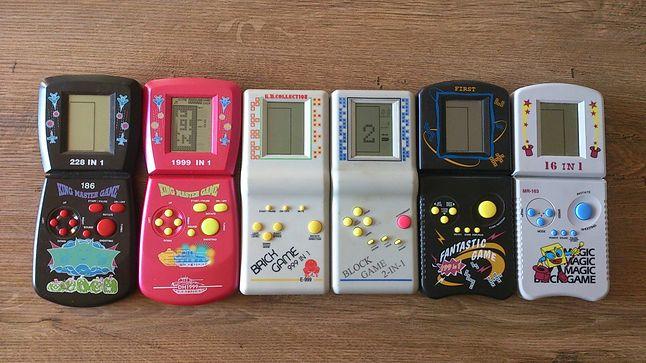 """Z moich sześciu """"Brick Game'ów"""" z lat 90'tych na chodzie są jeszcze tylko dwa."""