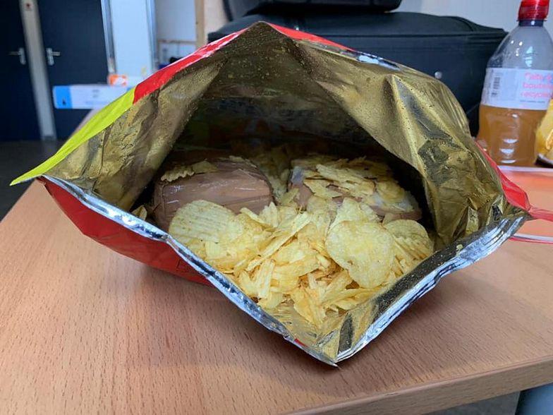Walizki były czyste. Żandarmeria zwróciła uwagę na podejrzane chipsy