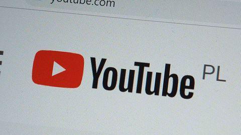 Algorytm YouTube'a nie rekomenduje prawicowych treści. Zamiast tego je ukrywa