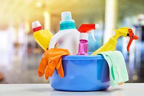Groźne środki czyszczące. Jakich substancji nie wolno łączyć?