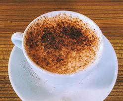 Dodaj do kawy. Pomoże pozbyć się ochoty na słodycze, odchudza