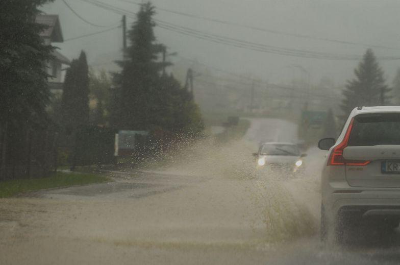 Gwałtowne burze, deszcze i grad. IMGW podnosi stopień ostrzeżeń pogodowych