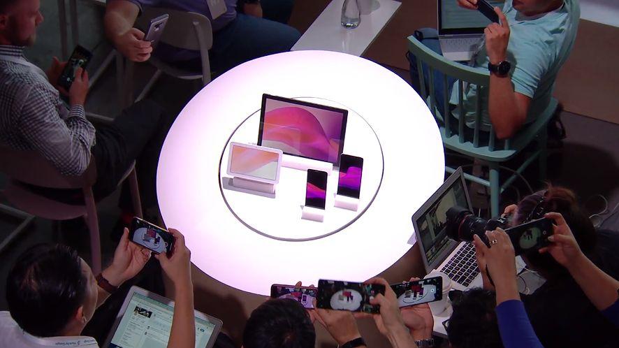 Google Pixel Stand – ładowarka, która zamieni smartfon Google'a w domowego asystenta