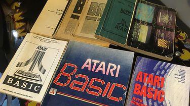 Retromaniak: Atari Basic – fascynująca historia książki, którą kupowały setki tysięcy komputeromaniaków - Najróżniejsze wydania (głównie pirackie) Atari Basic oraz pierwowzór