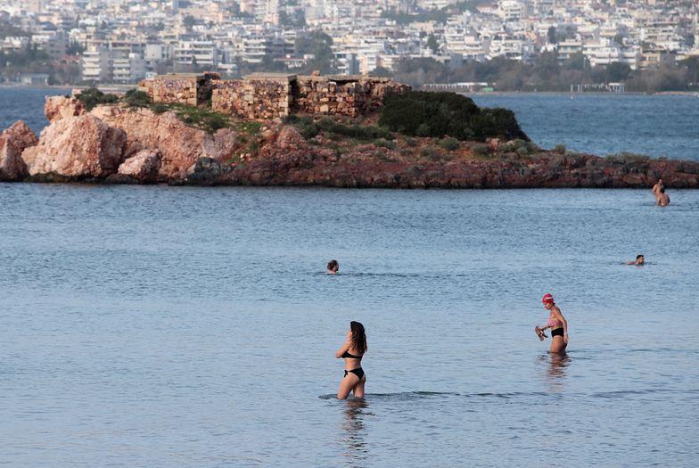 Pogoda szaleje! W Grecji upał. Ludzie na plażach pomimo lockdownu