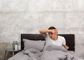 Nocne poty – objawy, przyczyny, diagnostyka i leczenie