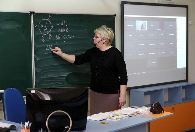 Kiedy koniec e-lekcji w Polsce?