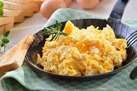 Jajecznica – historia, sposoby przygotowania
