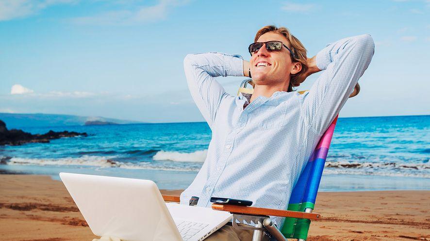 Czego Polacy szukają w internecie przed wakacjami?