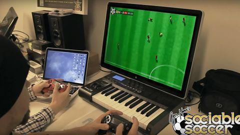 Patrzę na rozgrywkę Sociable Soccer i widzę poprzednią grę Jona Hare