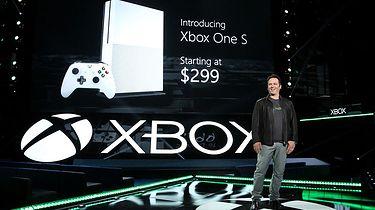 """""""Nie chcemy z konsol robić telefonów"""". Phil Spencer mówi o nowych Xboksach i tym, dla kogo jest Scorpio"""