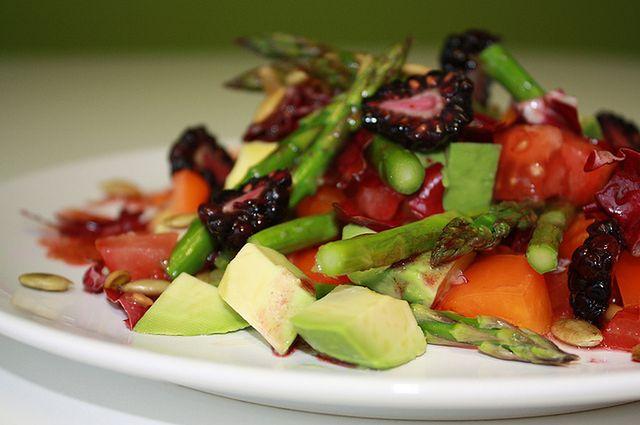 Produkty spożywcze dla cery trądzikowej - sałatka warzywna