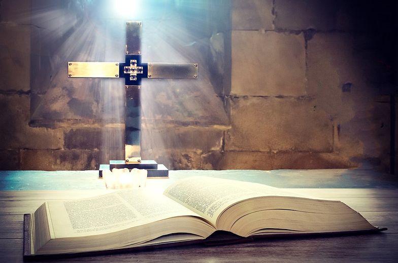 Koronawirus w Polsce. Gdzie oglądać mszę świętą online? Transmisja w TV, radio lub internecie