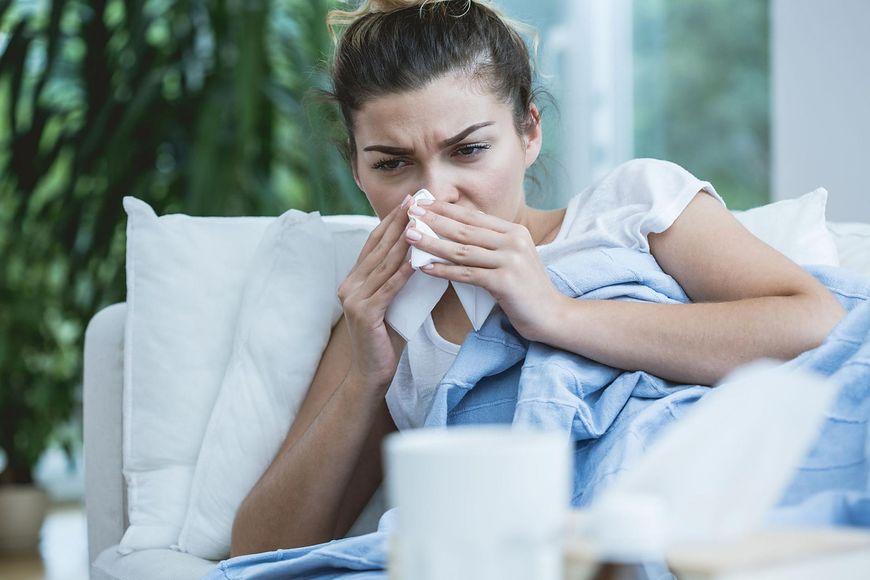 W jednym z badań z 2011 r. udowodniono, że suplementacja witaminy C w trakcie choroby zmniejsza objawy przeziębienia i skraca czas jego trwania nawet o 8 proc