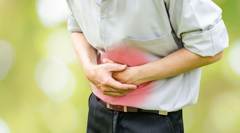 Ból brzucha jest jednym z podstawowych objawów chorób związanych z jelitami