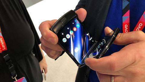 Motorola Razr. Widzieliśmy najtańszy w tej chwili smartfon ze składanym ekranem