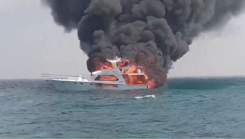 Rodzina wskoczyła do wody bez kamizelek. Pożar jachtu przy Perth