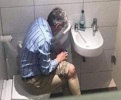 Wpadka w toalecie. Arcymistrz szachowy przyłapany na gorącym uczynku