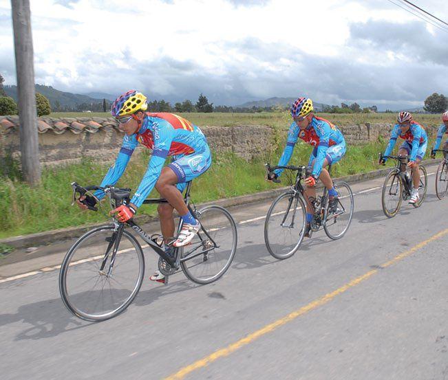 Jazda na rowerze - rowerzyści w trasie