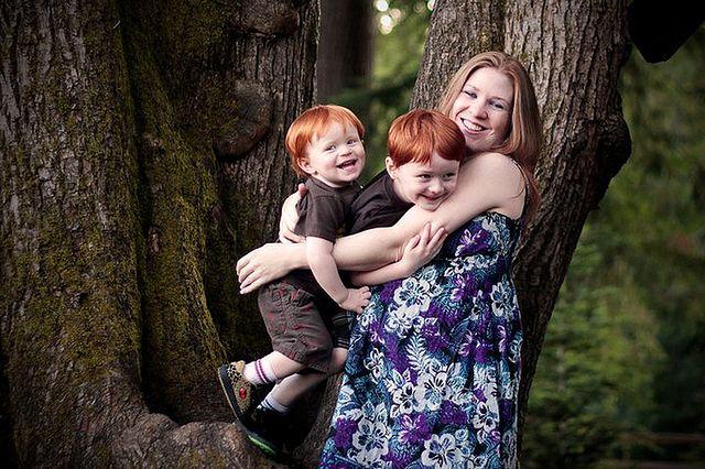 Przyszła mama z dziećmi