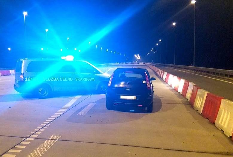 Podkarpackie. Funkcjonariusze KAS zatrzymali pijanego kierowcę, który jechał pod prąd A4