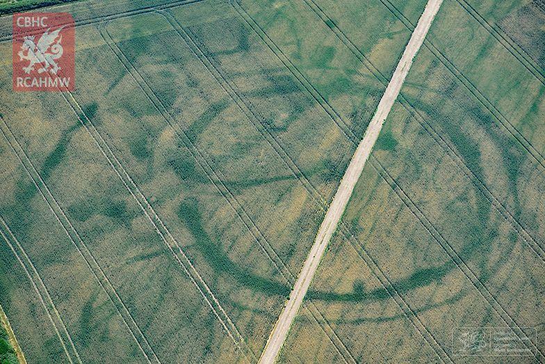 Nieznane miasta odkryte w Walii z powietrza. Pomogła fala upałów