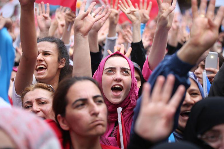 Setki tysięcy ludzi uczestniczyło w demonstracji poparcia dla prezydenta Erdogana